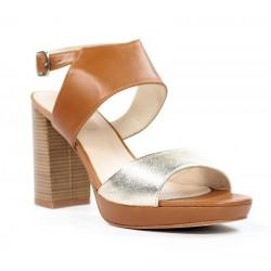 Sandalias color cuero con tira dorada.ma23