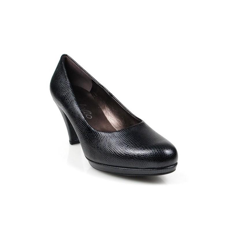 zapatos de tacón negros. 7586