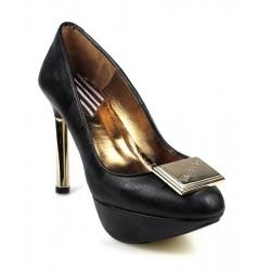 zapatos con tacón dorado.82