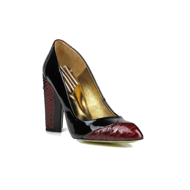 zapatos de salón charol negro.10