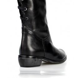 botas de piel con cordones traseros tacón bajo.