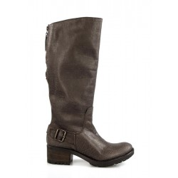 botas marrones modernas . sp1