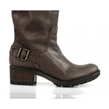 botas marrones modernas . sp1