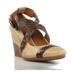 zapatos de cuña en piel beige.6703