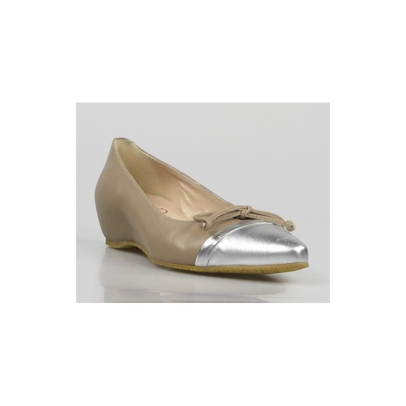 zapatos taupe con puntera plata 92