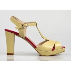 sandalias beige con tacón cuadrado 51