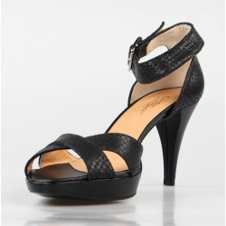 sandalia negra con pulsera 326
