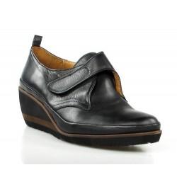 zapato en velcro con cuña .x133