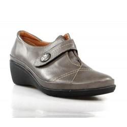 zapatos de piel gris con cuña . x308