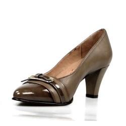 zapatos taupe de tacón.6a