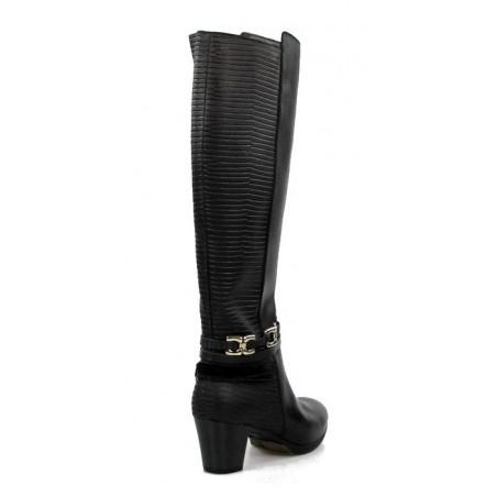 botas altas negras de piel . 15172