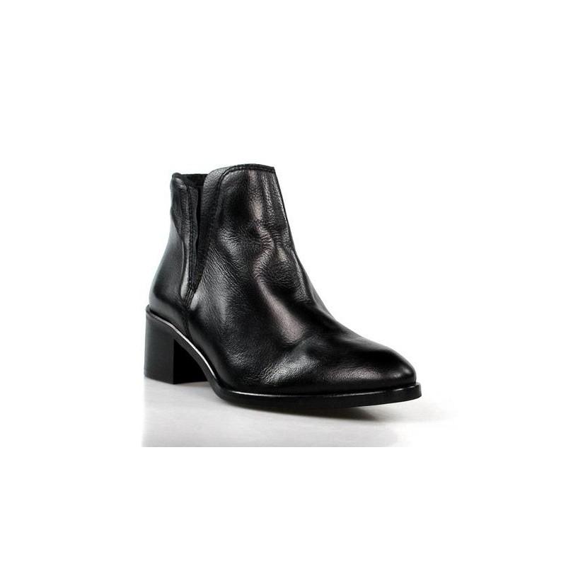 botín de piel negra . 30011