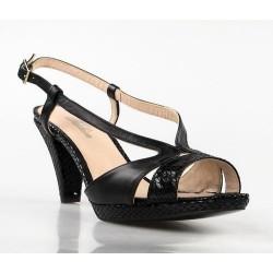 sandalia negra con tacon .1372