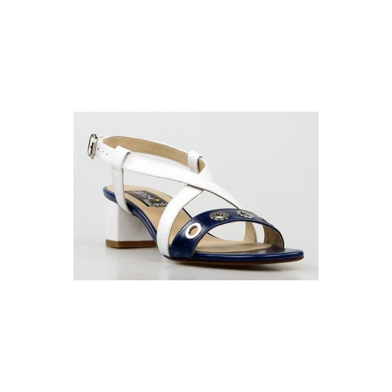 sandalias de tacón cuadrado azules y blancas. am12