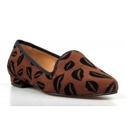 slippers marrones. besos