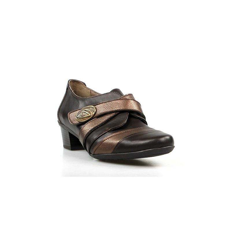 zapato abotinado marrón. va6