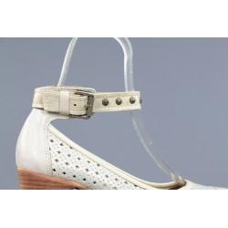 zapatos beige con picados . 8752
