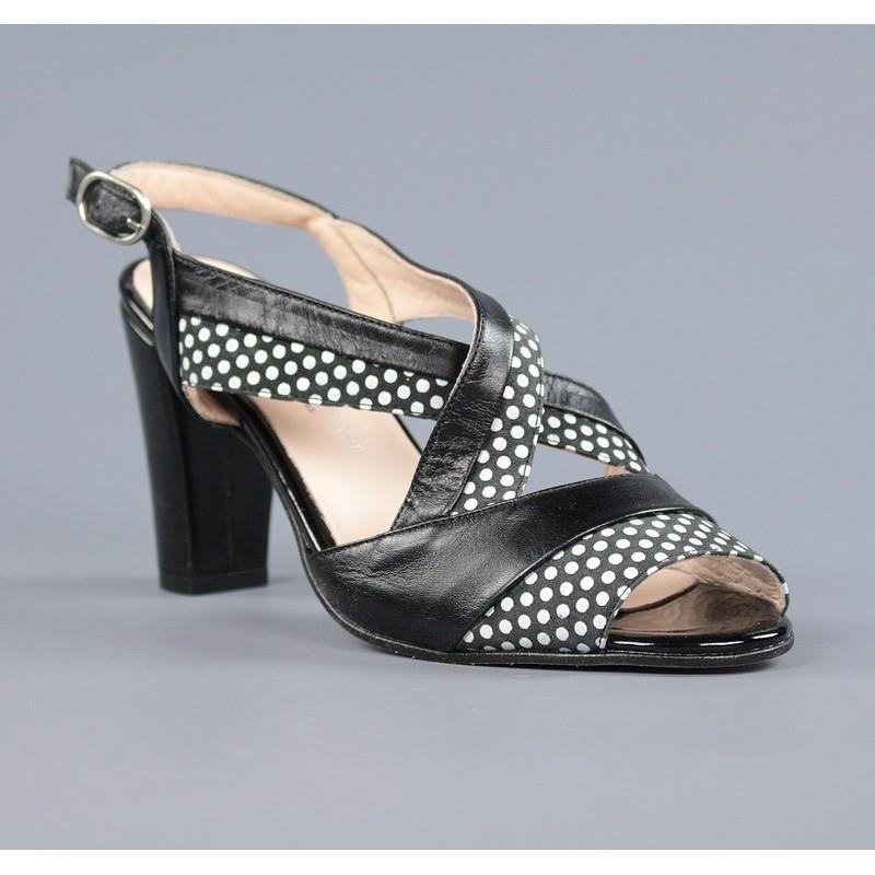 Sandalias negras con lunares .m3