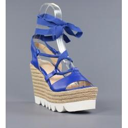 Sandalia azul con lazo y cuña de esparto.h8