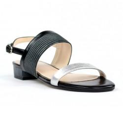 Sandalia plana negra y plata.ma9
