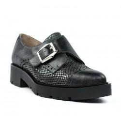 Zapatos estilo masculinos grises. ar2