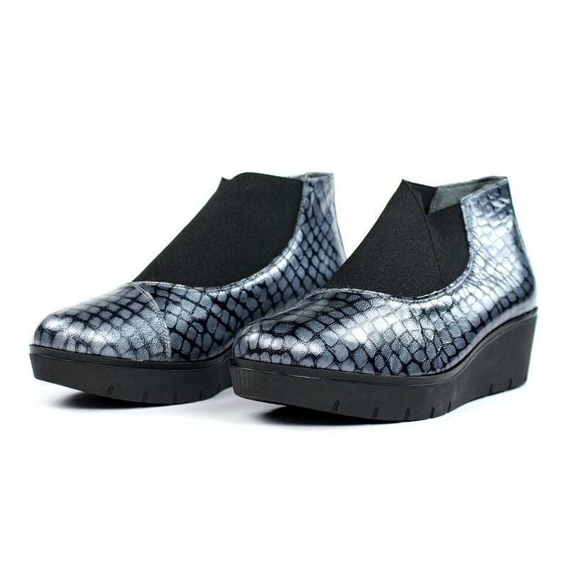 Zapatos abotinados con elásticos.5713