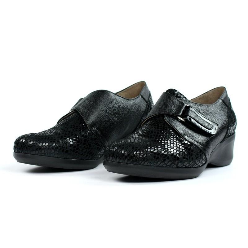 Zapatos confort cuña negros.16662