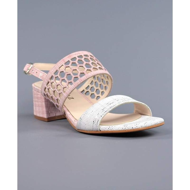 Sandalia rosa y blanca.821