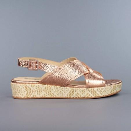 Sandalia metal cobre cuña rafia.55184