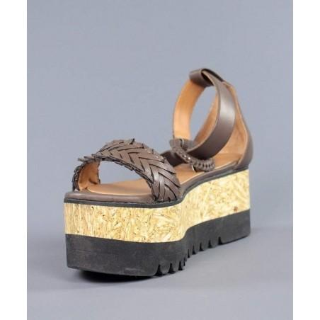 Sandalia marrones con cuña de madera.hv28