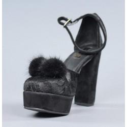 Zapatos negros con pompón.el10