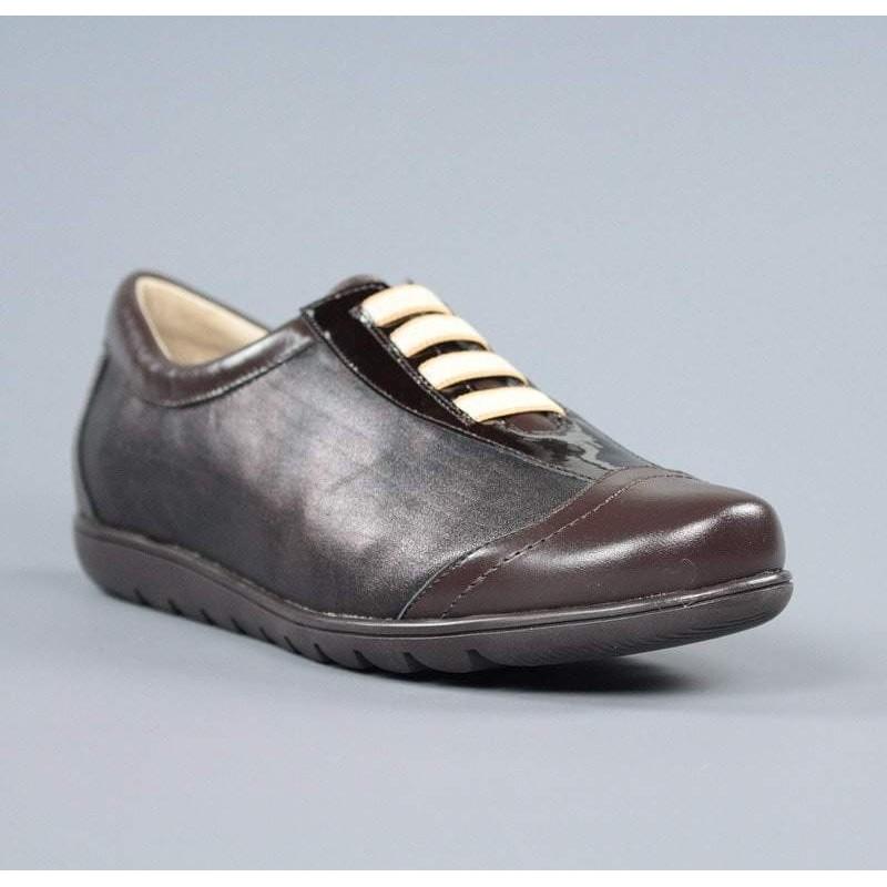 Zapatos marrones cordones elásticos.16200