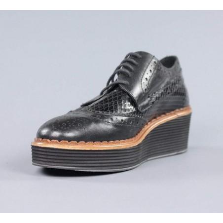 Zapatos con cordones piel negra.el15