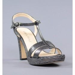 Sandalias grises con piso de rafia.581