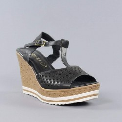 Carmela , sandalia negra cuña.ps85