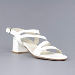 Sandalia blanca tacón.ps151