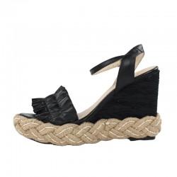 Sandalia negra cuña.90156