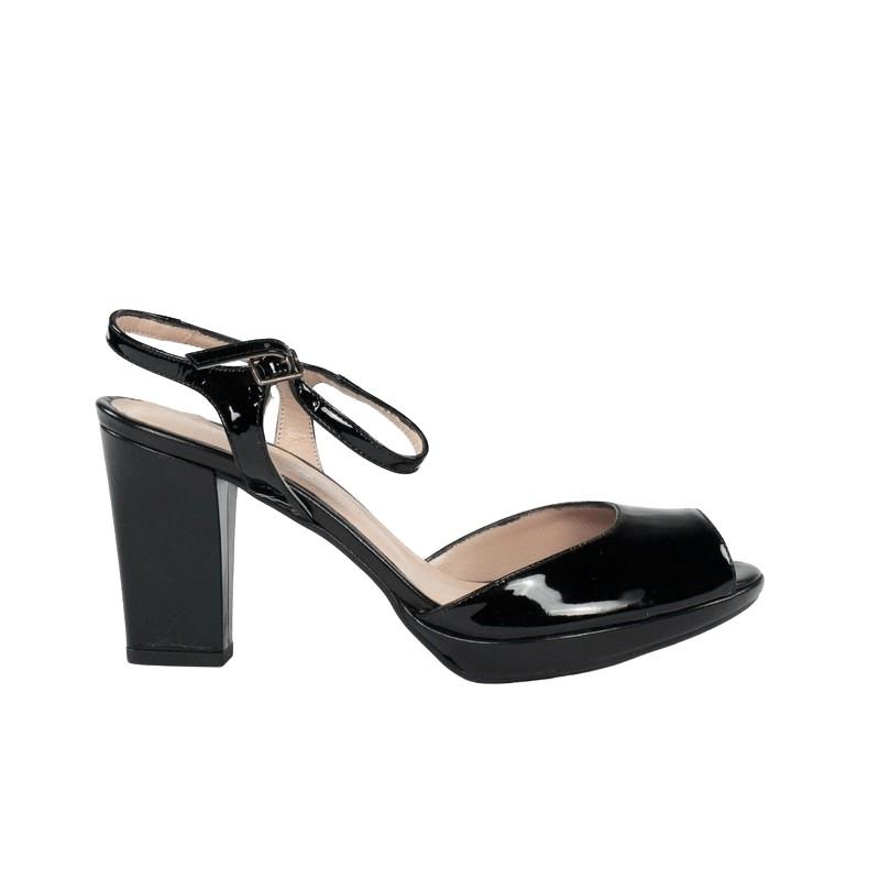 Sandalia plataforma tacón en piel charol negro