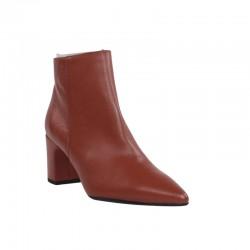 Zapatería online de botines de piel color cuero